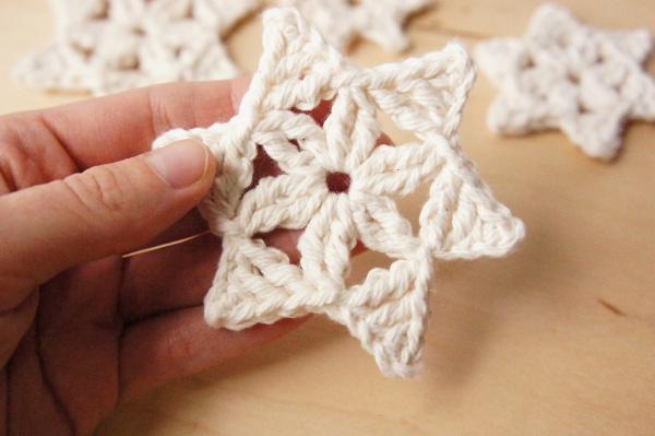Crochet Snowflakes by JaKiGu